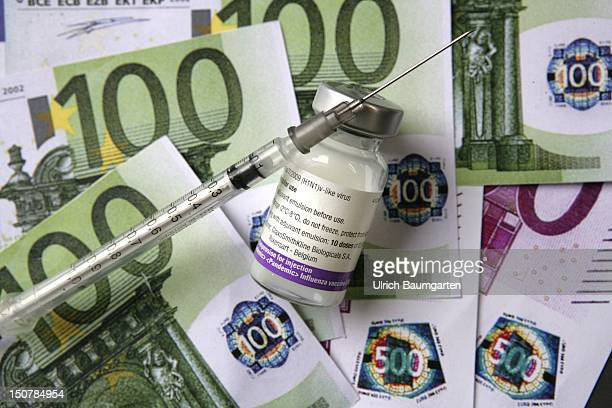 GERMANY Symbolic picture Billion Euro profit of the pharma industry from the mass vaccination against the swine flu An ampoule of the vaccine...