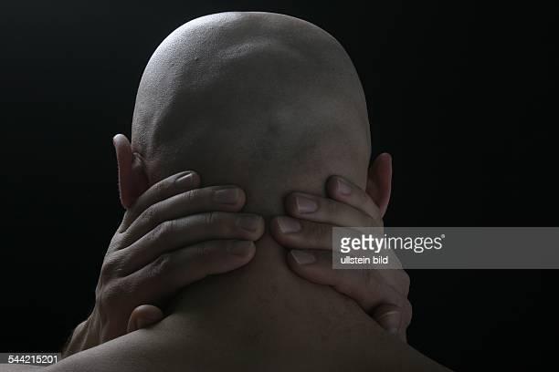 Symbolische Darstellung von Schmerz bei einem MenschenNackenschmerzen