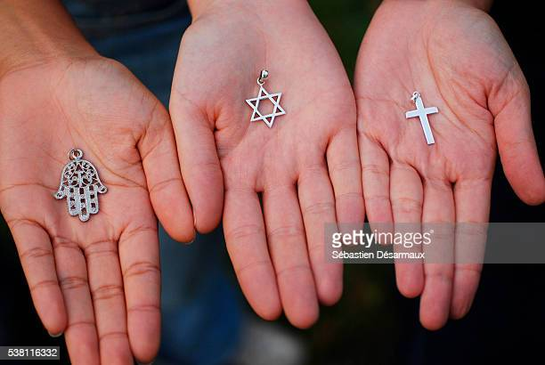 symbols of the three monotheistic religions - davidsstjärna bildbanksfoton och bilder