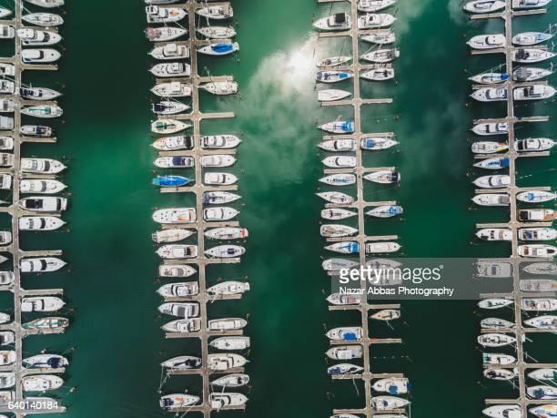 symmetrical view of boat quay. - ファンガパラオア半島 ストックフォトと画像