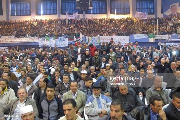 Sympathisants d'Ali Benflis candidat aux elections presidentielles lors d'un meeting le 5 avril 2014, Batna, Algérie.