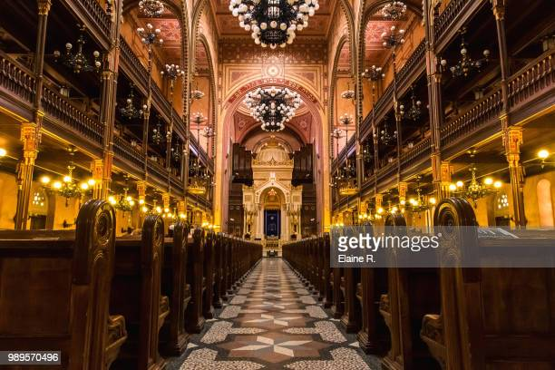 synagogue budapest - synagogue stock pictures, royalty-free photos & images