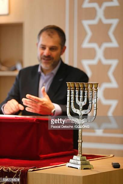 synagogue. menorah and rabbi. - ラビ ストックフォトと画像