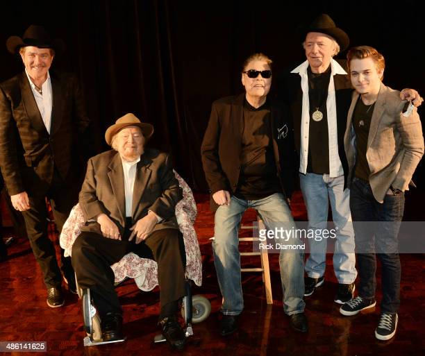 Synciated Radio host Kix Brooks CMHOF Members Mac Wiseman Ronnie Milsap Bobby Bare and Singer/Songwriter Hunter Hayes attend the 2014 Country Music...