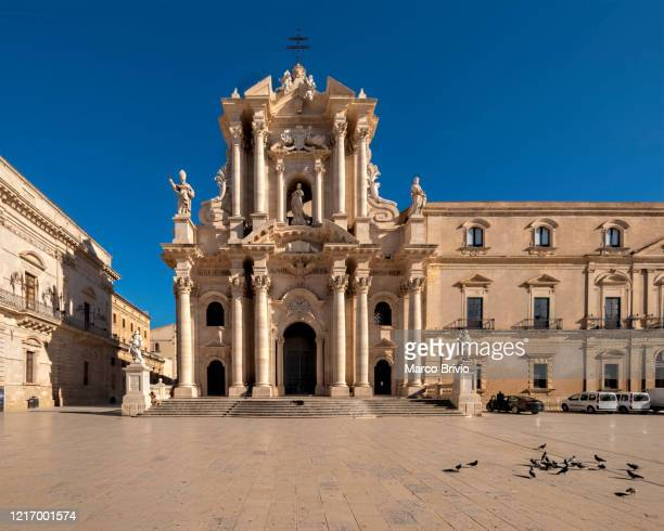 syracuse sicily italy. the cathedral of syracuse in ortygia island - marco brivio stock pictures, royalty-free photos & images