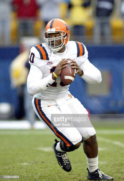 Syracuse's Perry Patterson drops back to pass versus the Pittsburgh Panthers at Heinz Field in Pittsburgh, Pennsylvania on October 22, 2005....