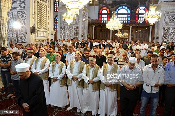 DAMASCUS Syria Muslims attend a Friday prayer meeting at Umayyad Mosque in Damascus Syria on Aug 30 amid a civil war in the country