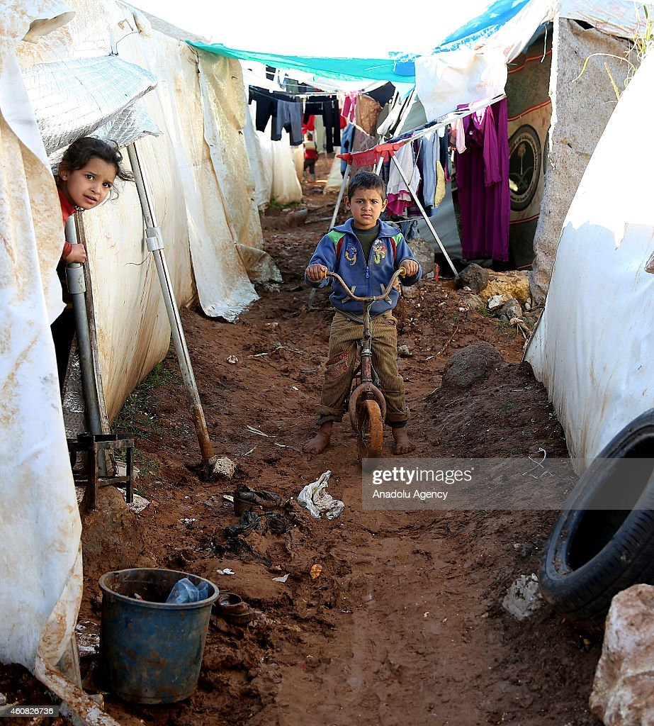 Refugees live under harsh living conditions in a Syrian refugee camp : News Photo