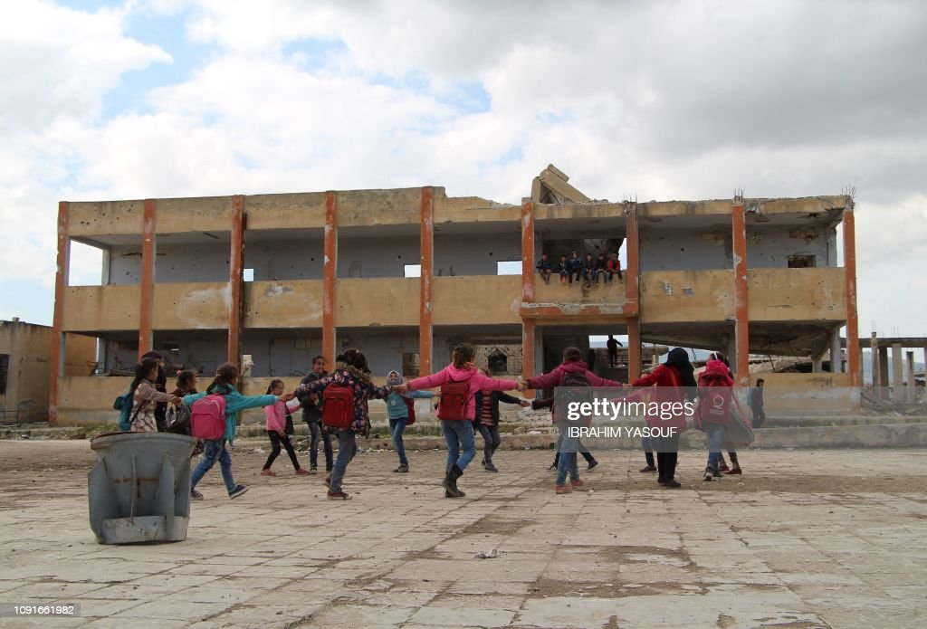 TOPSHOT-SYRIA-CONFLICT-EDUCATION : News Photo