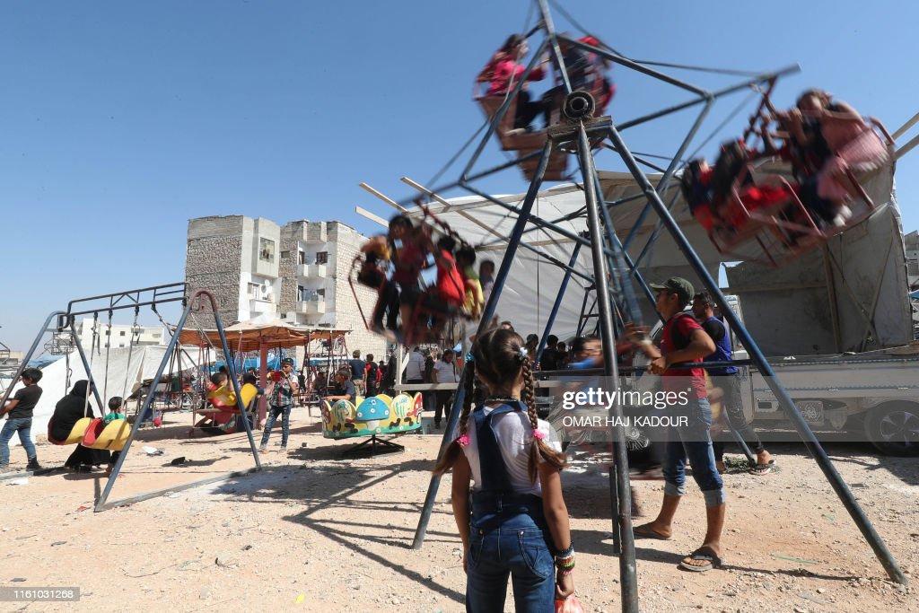 TOPSHOT-SYRIA-CONFLICT-RELIGION-ISLAM-EID : News Photo