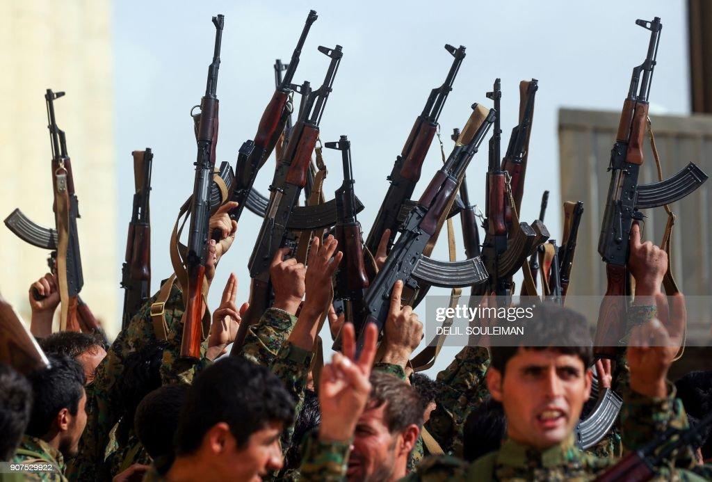 TOPSHOT-SYRIA-KURDS-CONFLICT-BORDER : Nachrichtenfoto