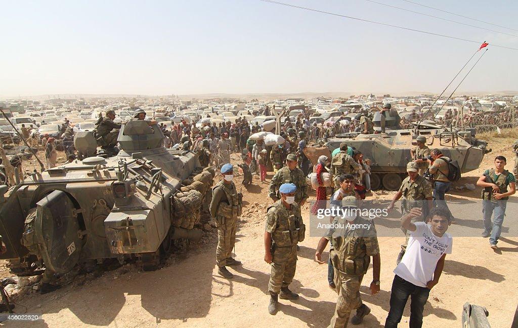 Massive influx of Syrian Kurdish refugees into Turkey : News Photo