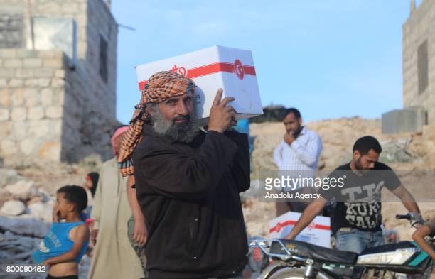 Suriye'de 7 yldan bu yana devam eden sava nedeniyle büyük aclar yaayan halk bir Ramazan Bayram'na daha hüzünle giriyor Türkiye snrna yakn noktalarda...
