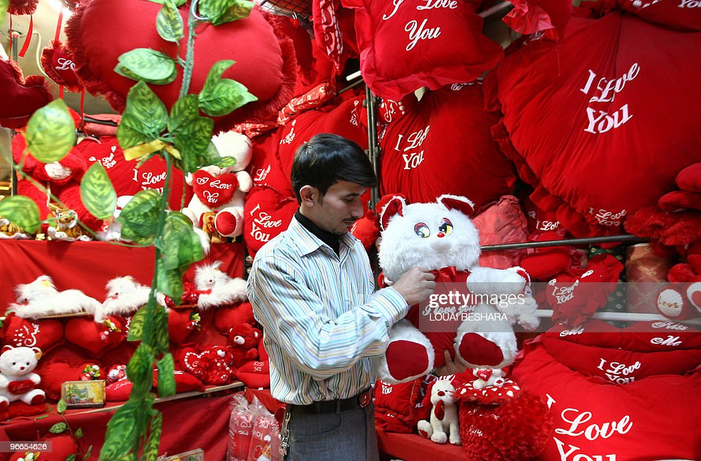 a syrian man shops for valentine's day a pictures | getty images, Ideas