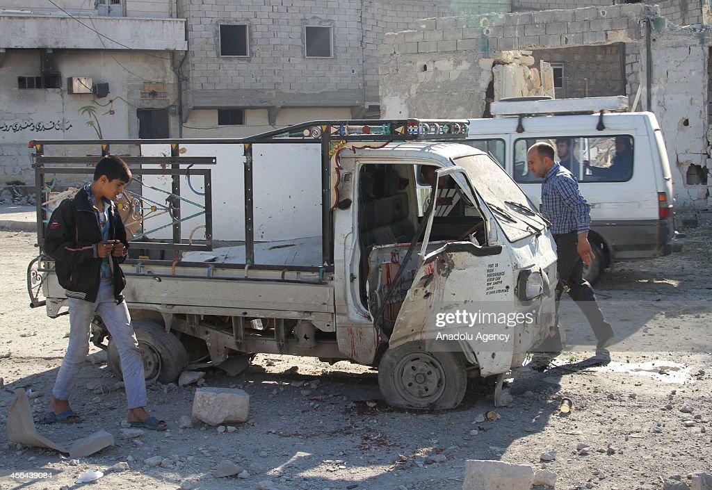 Barrel bomb attack in Aleppo : News Photo