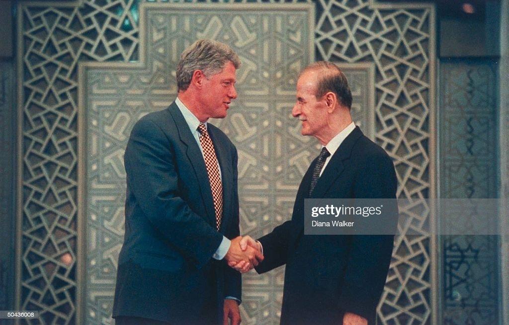 Hafez Al Assad;William J. Clinton : News Photo
