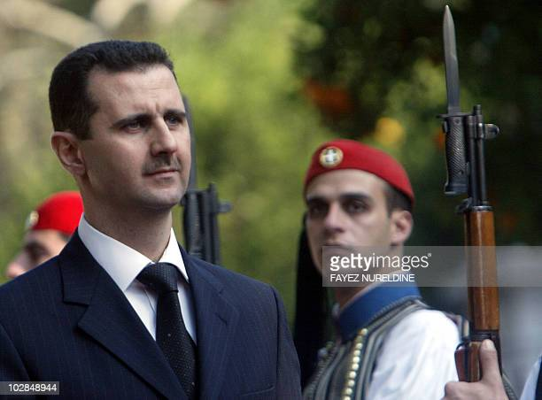 Syrian President Bashar alAssad reviews the Greek Presidential honor guard during a welcoming ceremoney held in Athens 15 December 2003 Greek...