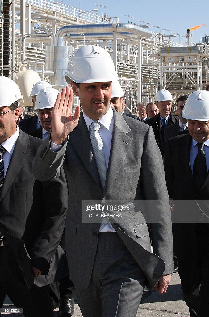 Syrian President Bashar al-Assad (C) wav : News Photo