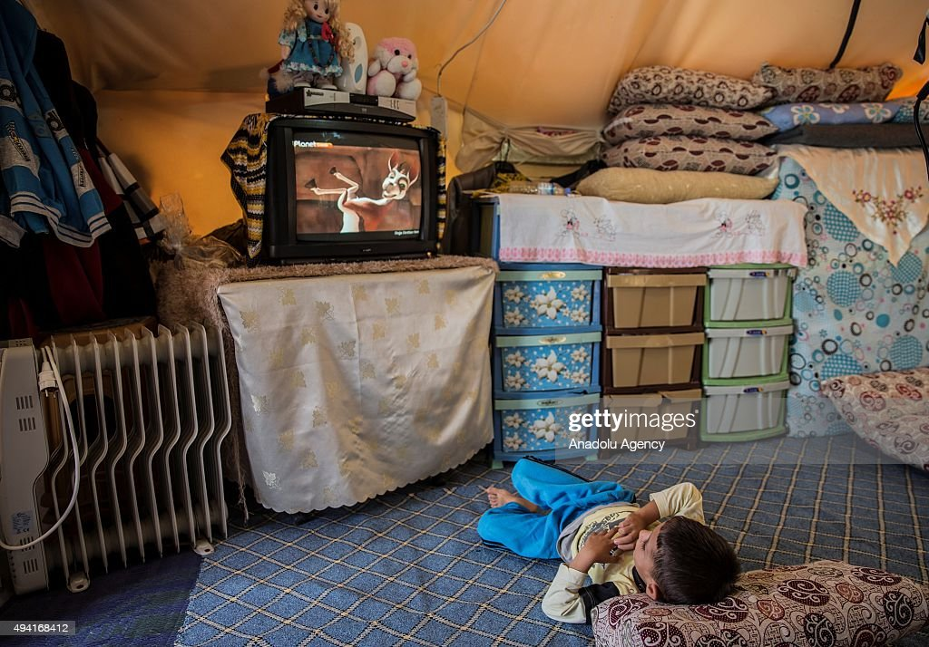 Syrian Refugee Kids Grow in Turkish Camps : News Photo