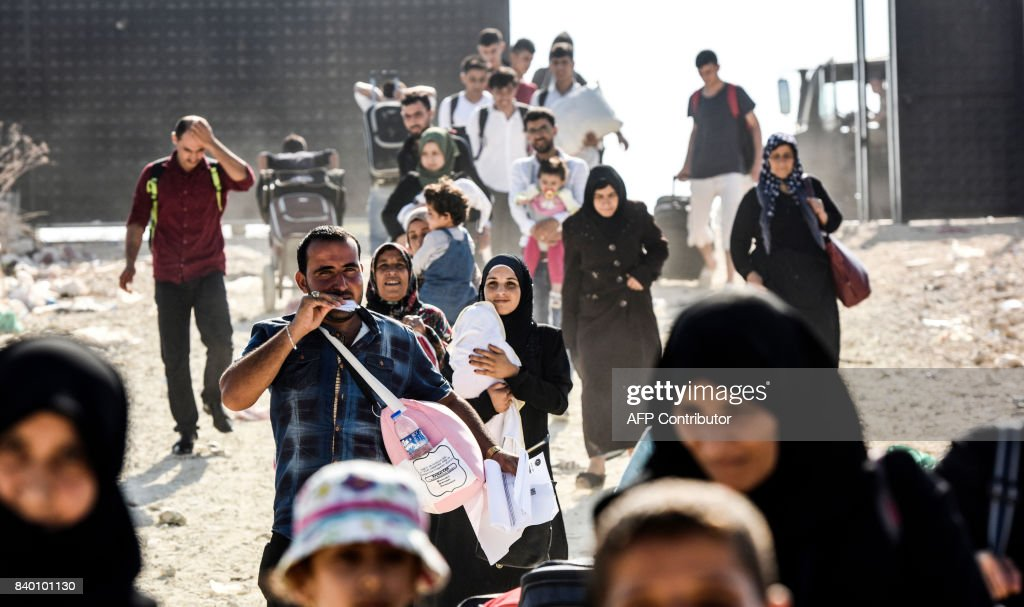 TOPSHOT-TURKEY-SYRIA-CONFLICT-REFUGESS-ISLAM : News Photo