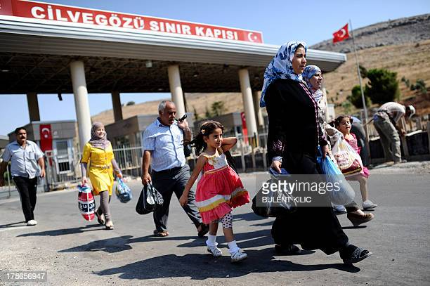 Syrian refugees arrive at Turkey from Cilvegozu crossing gate at Reyhanli in Antakya on August 30 2013 President Bashar alAssad vowed today to defend...