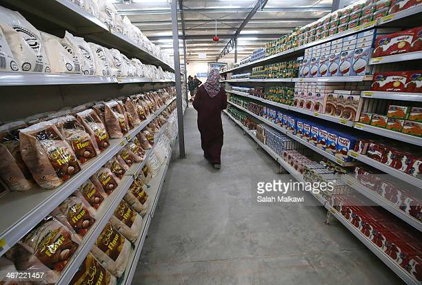 Syrian refugees shop at the first hypermarket that is opened in Zaatari camp for Syrian refugees on February 6 2014 in Jordan The United Nations...