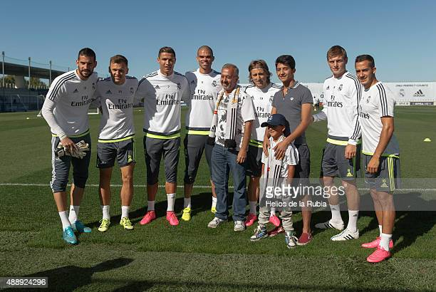 Syrian refugees Uosama Alabed Almohsen and his sons Mohammad and Zied pose with Real Madrid players Kiko Casilla Denis Cheryshev Cristiano Ronaldo...