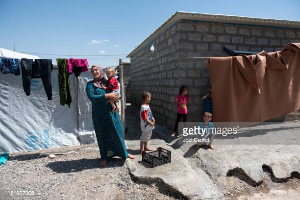 syrian-kurdish refugees living in iraq - displaced people stock pictures, royalty-free photos & images