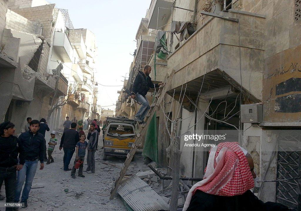 Barrel bomb attacks in Aleppo kill 13 : News Photo