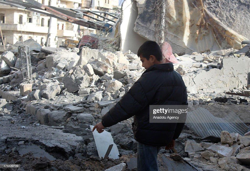 Barrel bomb attacks in Aleppo kill 12 : News Photo