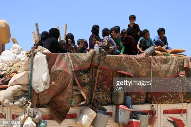 TOPSHOT Syrians who fled the Islamic State group stronghold of Raqa arrive in an area near the village of Balaban south of Jarablus on June 7 2017 /...
