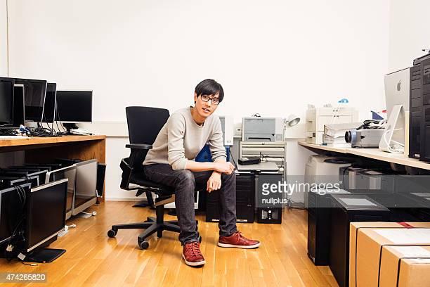 Administrador de sistema com lotes de hardware, os Computadores, monitores