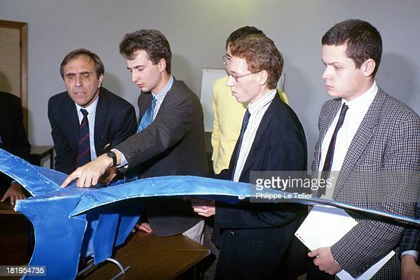 System computer aided design to draw the Rafale Gerard Renon with Secretary of State of Defence France Systeme de conception assistee par ordinateur...
