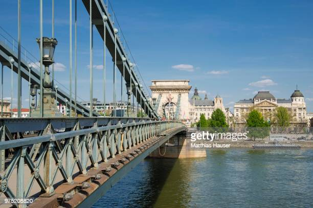 szechenyi chain bridge over the danube, budapest, hungary - ponte das correntes ponte suspensa - fotografias e filmes do acervo