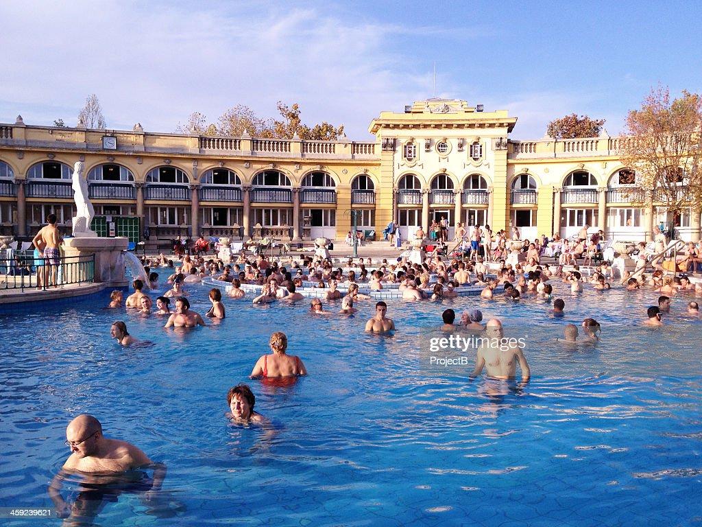 Banhos termais Szechenyi em Budapeste, Hungria : Foto de stock