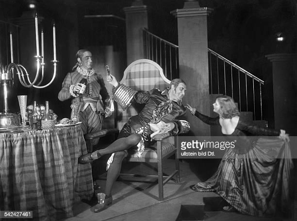 Szene aus Wolfgang Amadeus Mozart' Don Giovanni ' in der Krolloper BerlinDarsteller Oskar Kalman Fritz Krenn veröffentlicht BIZ 4/1928Aufnahme Zander...