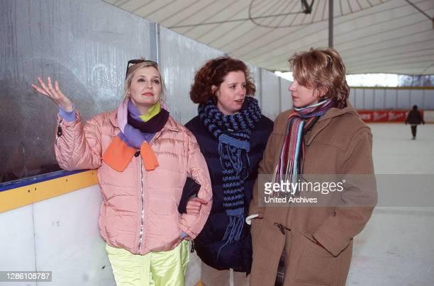 Szene mit Claudia Britta und Eva auf der Eisbahn Regie Martin Gies / Käthe Kratz aka 2 Das liebe Geld / Überschrift DREI MIT HERZ / BRD 1997
