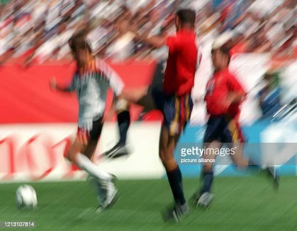 Szene vom Gruppenspiel der Fußball-WM zwischen Deutschland und Spanien am im Soldier Field-Stadion in Chicago, aufgenommen mit Zoom-Effekt..