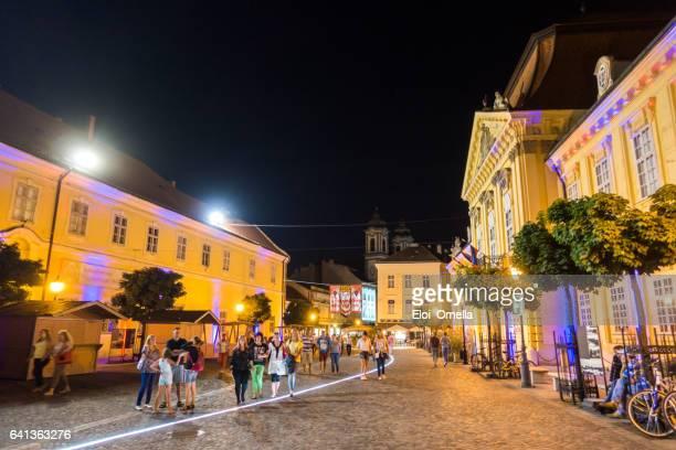 Székesfehérvár verano noche ciudad luz Hungría