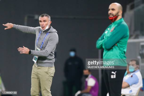 Taawoun coach Patrice Carteron speaks to his players during the AFC Champions League group C match between Qatar's AlDuhail and Saudi's AlTaawoun on...