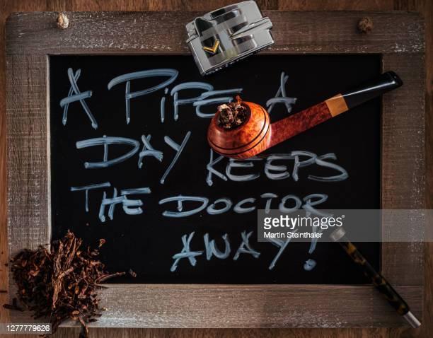tabak pfeife mit utensilien - bryere pipe im dänischen design - whistle blackboard stock pictures, royalty-free photos & images