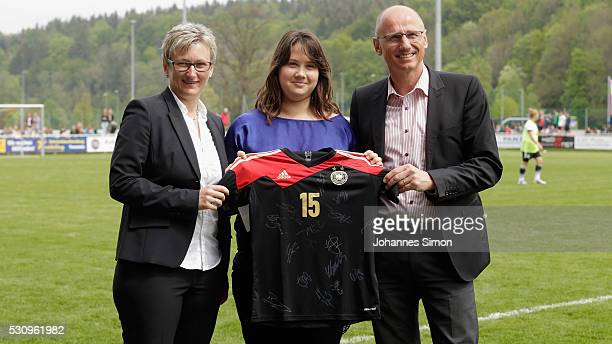 Tabea Domann fan of Germany is awarded with a German national team tricot by Silke Raml vice president of the Bavarian football association and lord...