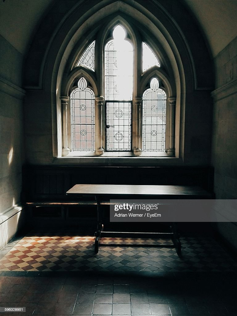 Table By Window In Royal Courts Of Justice : Stock Photo