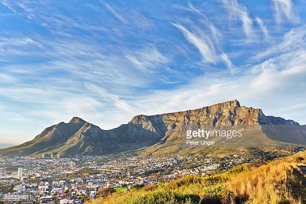 table mountain and cape town city at sunrise - table mountain south africa stock pictures, royalty-free photos & images