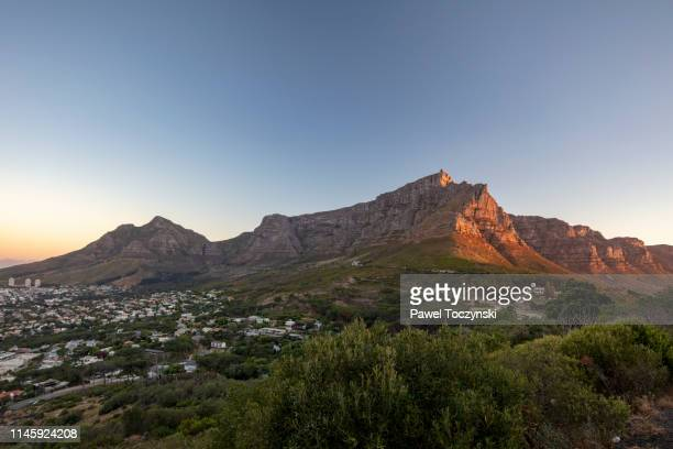 table mountain and cape town seen from the signal hill at sunset, south africa, november 22, 2018 - waterfront stock pictures, royalty-free photos & images