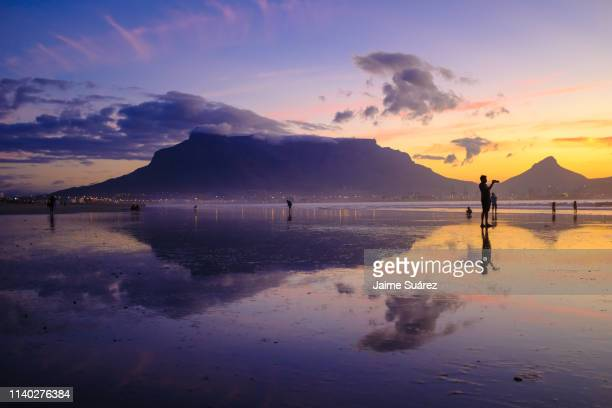 table mountain sunset reflections 02 - table mountain stock pictures, royalty-free photos & images