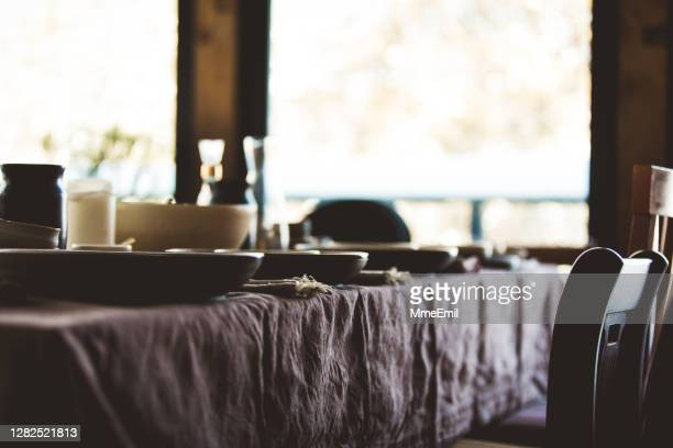 table setting for a large family - mmeemil stock pictures, royalty-free photos & images