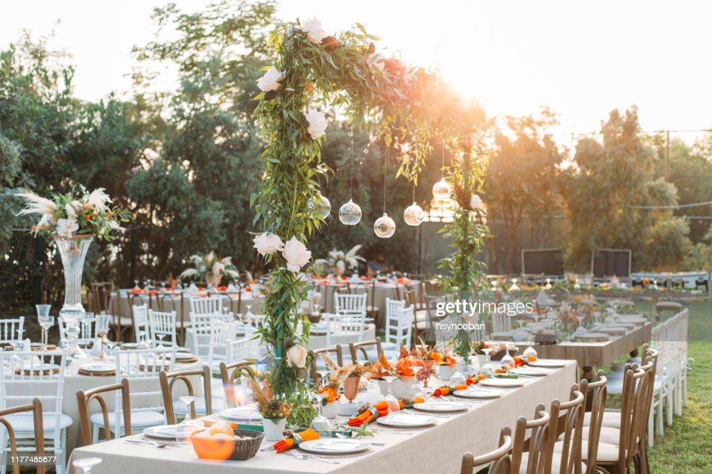 Tabel instelling voor een evenement feest of huwelijksreceptie : Stockfoto