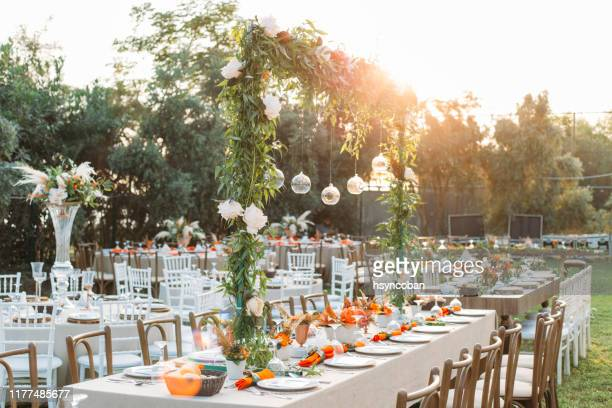 table setting for an event party or wedding reception - matrimonio foto e immagini stock