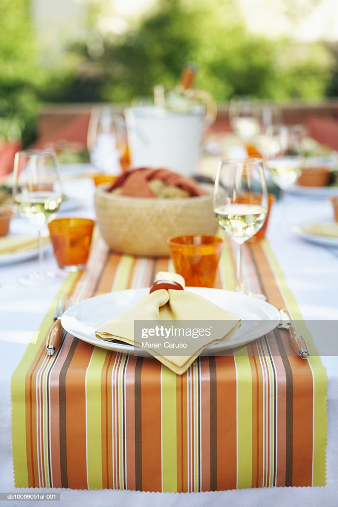 Table setting for outdoor party : Stockfoto